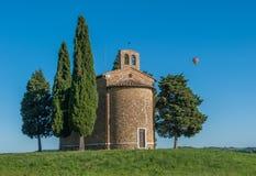 Scenisk tuscan sikt, Cappella della Madonna di Vitaleta Arkivfoto
