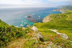 Scenisk utsikt på Kalifornien statrutt 1 royaltyfri bild