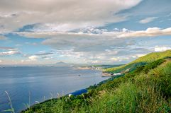 Scenisk utsikt som förbiser den Batangas staden, Filippinerna arkivbilder