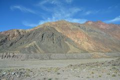 Scenisk väg i de Anderna bergen mellan Chile och Argentina arkivfoto