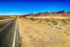 Scenisk väg i Death Valley Royaltyfria Foton