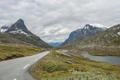 Scenisk väg nära Trollstigen i Norge Royaltyfria Bilder