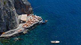Scenisk vykorts- sikt av den härliga staden av Minori på den berömda Amalfi kusten med golfen av Salerno, Campania royaltyfria foton