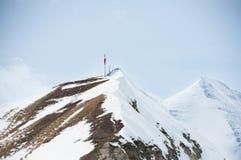 Scenisk vykorts- sikt av det berömda stället, det Grossglockner berget med molnet & dimma, Österrike Arkivfoto