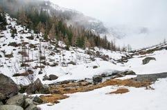 Scenisk vykorts- sikt av det berömda stället, det Grossglockner berget med molnet & dimma, Österrike Royaltyfria Foton