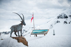 Scenisk vykorts- sikt av det berömda stället, symbol av det Grossglockner berget med molnet & dimma, Österrike Fotografering för Bildbyråer