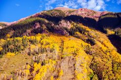 Sceniska Autumn Mountain Royaltyfria Bilder