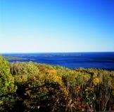 Sceniska Autumn Overlook på Lake Superior Fotografering för Bildbyråer