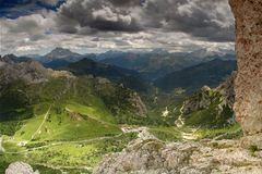 sceniska dolomiteberg Arkivfoto