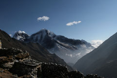 sceniska himalayan berg royaltyfri fotografi