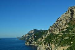 Sceniska kust- sikter av den Amalfi kusten i Italien Royaltyfri Bild