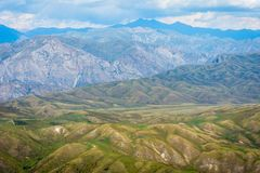 Sceniska kyrgyz berg Royaltyfri Bild