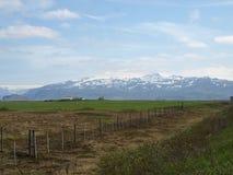 Sceniska långväga snöig berg Arkivbilder