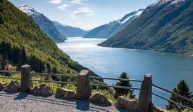Sceniska landskap av de norska fjordarna Royaltyfri Bild