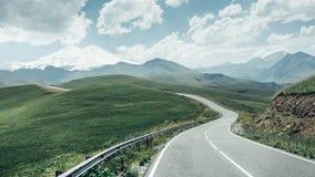 Sceniska Serpentine Road To Mount Elbrus Arkivbild