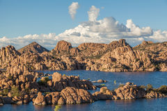 Sceniska Watson Lake Prescott Royaltyfria Bilder