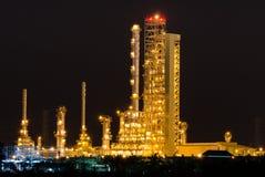 Sceniskt av växt för petrochemicaloljeraffinaderi Royaltyfri Bild