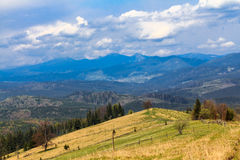 Sceniskt berglandskap som skjutas nära Hoverla Carpathian Ukraina Royaltyfria Foton
