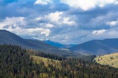 Sceniskt berglandskap som skjutas nära Hoverla Carpathian Ukraina Royaltyfria Bilder