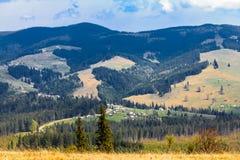 Sceniskt berglandskap som skjutas nära Hoverla Carpathian Ukraina Arkivfoton