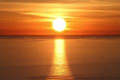 Solnedgång ovanför havet Royaltyfria Foton