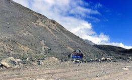 Sceniskt Himalayan berg i norr Sikkim, Indien Royaltyfri Bild