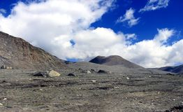 Sceniskt Himalayan berg i norr Sikkim, Indien Arkivbild