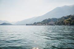 Sceniskt landskap över sjön Como, Italien royaltyfria bilder