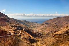 Sceniskt landskap av bergdalen Arkivfoton