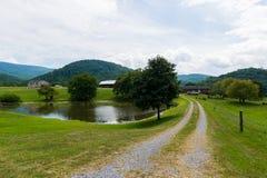 Sceniskt landskap av Elkton, Virginia runt om den Shenandoah medborgaren Royaltyfri Foto