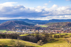 Sceniskt landskap och by av Kahla i Thüringen Royaltyfria Bilder