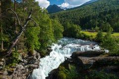 Sceniskt lantligt landskap i mitt av Norge Royaltyfria Bilder