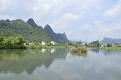 Sceniskt område för Yulong flod i Yangshuo Royaltyfri Foto