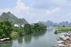Sceniskt område för Yulong flod i Yangshuo Arkivbilder