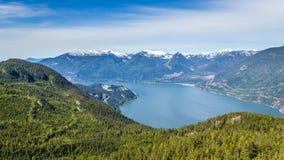 Sceniskt sommarberg som fotvandrar landskap Kanada Arkivbilder