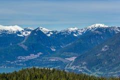Sceniskt sommarberg som fotvandrar landskap Kanada Arkivfoto