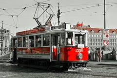Sceniskt turnera av Prague, historisk spårvagn Arkivfoton