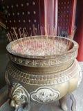 scented εμπορευματοκιβώτιο δοχείων στην είσοδο στον κινεζικό ναό στοκ φωτογραφίες με δικαίωμα ελεύθερης χρήσης