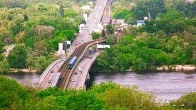 Scentic-Sommerbrücke mit Verkehr lizenzfreie stockfotos