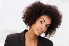 Sceptyczny amerykanina afrykańskiego pochodzenia bizneswoman Zdjęcie Royalty Free