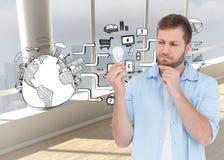 Sceptyczny model trzyma żarówkę Zdjęcia Stock