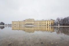 Schönbrunn-Palast im Winter mit Schnee Stockbild