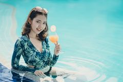 Schöne Asain-Frauen mit Bikini stockfoto