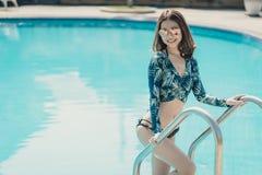 Schöne Asain-Frauen mit Bikini stockfotos