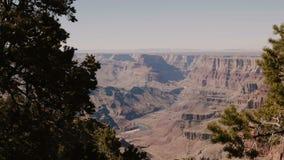Schöner panoramischer Hintergrundschuß von epischen sonnigen Bergen am Überraschen des Nationalpark-Beobachtungsstandpunkts Grand stock video footage