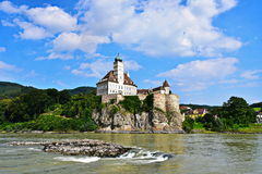 Schönbà ¼hel en der Donau - rockera i Österrike Royaltyfri Foto