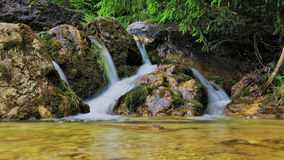 Schöner Wasserfall Стоковая Фотография