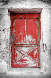 Schäbige rote Tür Lizenzfreies Stockfoto