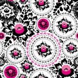 Schäbiges schickes nahtloses Verzierungsmuster der Weinlese mit den rosa und schwarzen Blumen und den Blättern Vektor Lizenzfreie Stockbilder