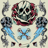 Schädel, Rose, Donner, Pyramide, Band, Knochen-Kreuz und Blumenverzierung Lizenzfreies Stockfoto